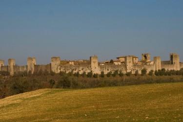 Monteriggioni: baluardo in difesa di Siena